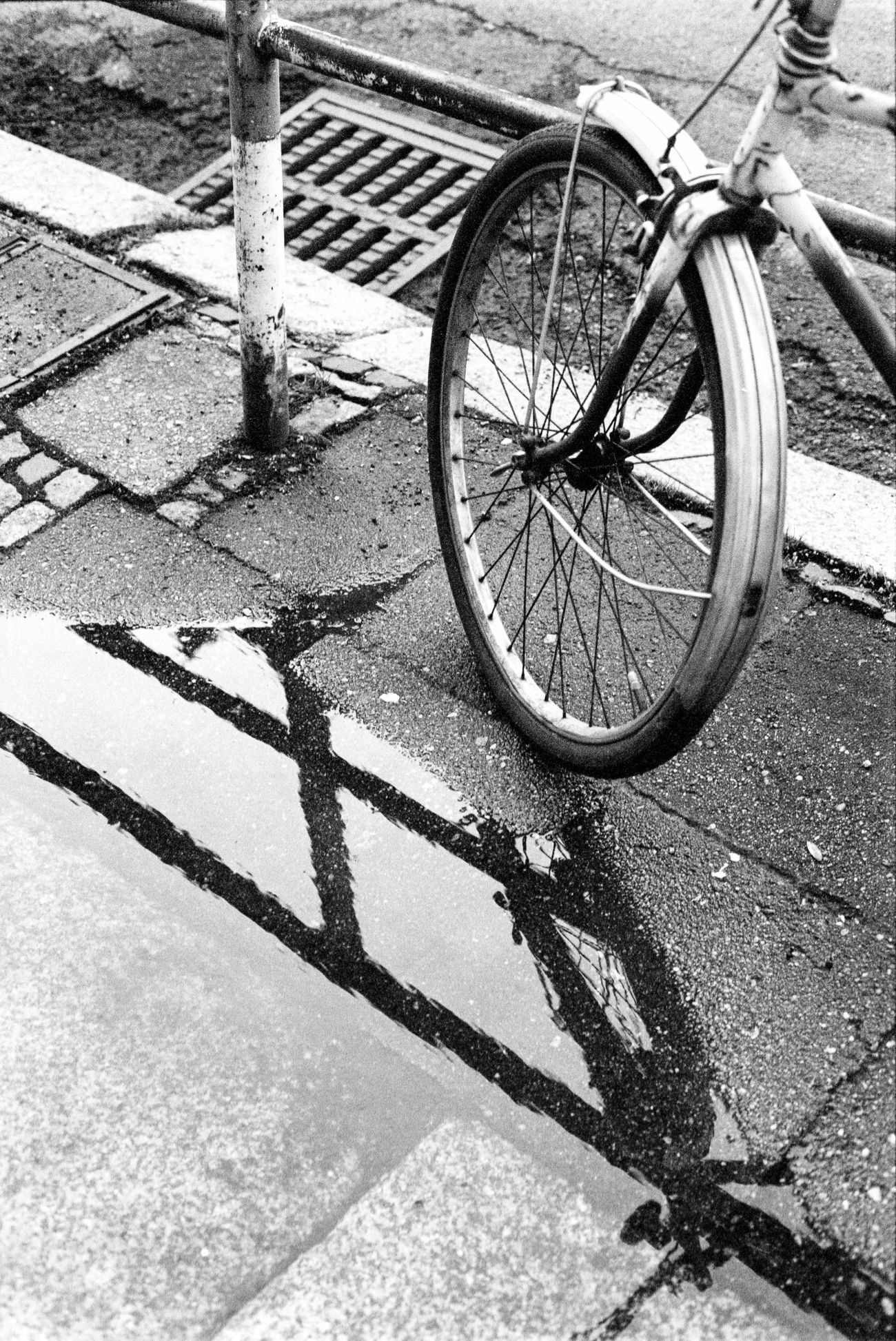 Location: Konsulstraße Canon EOS 50E | Superpan 200 -> 400 | D-76 Black And White Blackandwhite Bycicle Canon EOS 50E EyeEm Best Shots - Black + White Kodak D-76 Monochrome Rollei Superpan 200