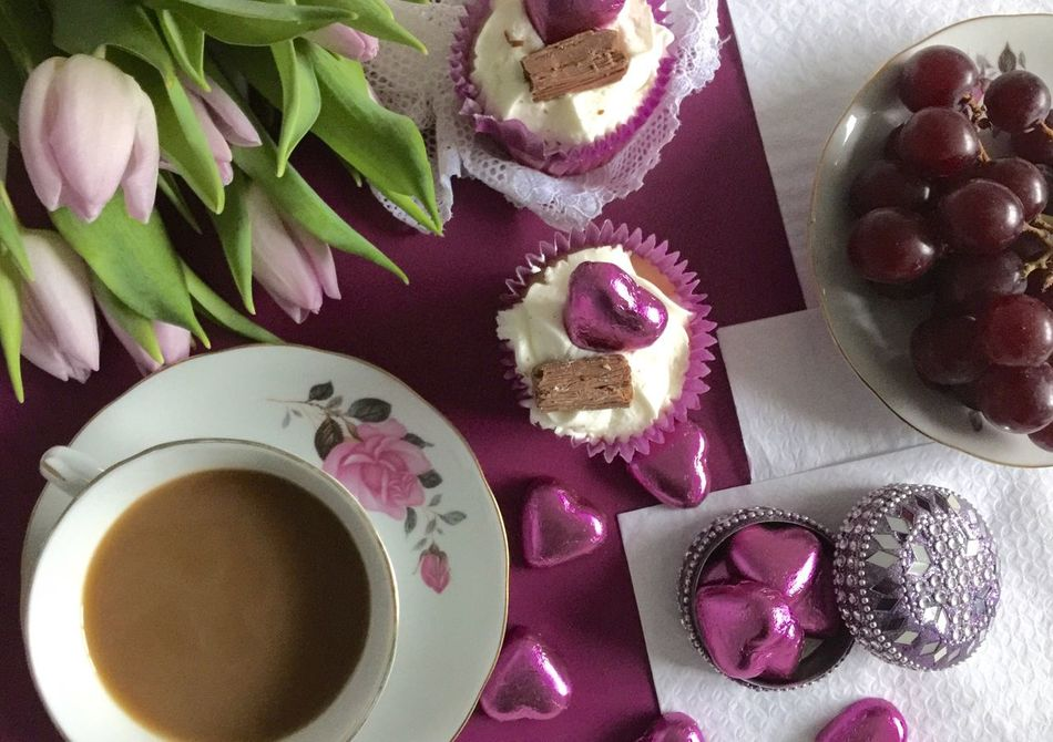 Mothers Day Gift . * Cups And Saucers Celebration Speacialday Tulips🌷 Foodphotography Feminine  Home Chocolates Hot Tea Cupcakes Perfume Desserts MothersDayCelebration Mothersdaytreat Mothersdaysoon Mothers Day2016 You Are Special Flowers Celebrating Speacial People Arrangement Love You Traditional Afternoon Tea :)