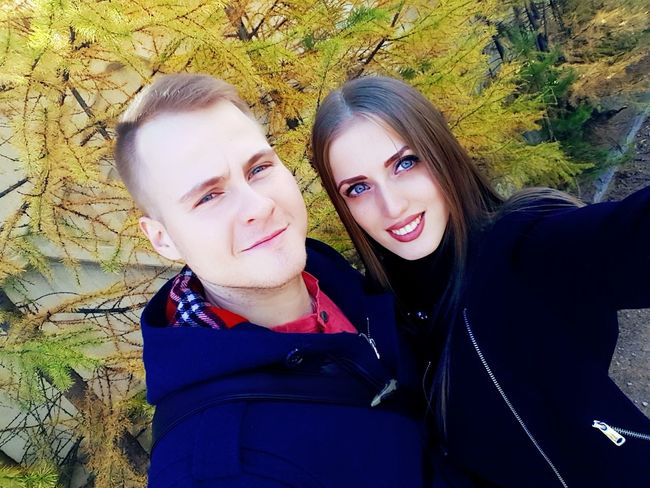 Portrait Looking At Camera Portrait Looking At Camera Leisure Activity Togetherness Young Women Lifestyles Toothy Smile Happiness Smiling Warm Clothing Long Hair Young Adult Casual Clothing Front View Field Person Vacations Outdoors Green Color Day Autumn Colors Autumn Nerungri au