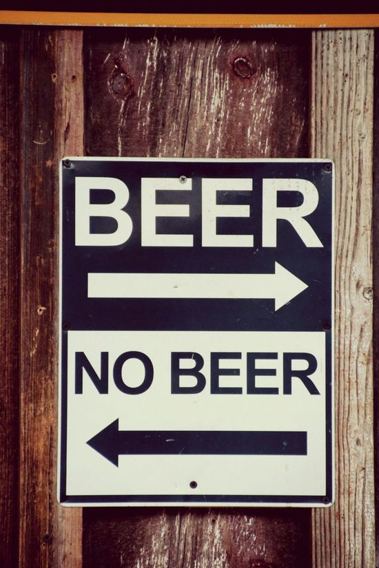 Beer Drinking Beer Roadside America Roadsign Stockphoto Vacancy USAtrip United States EyeEm Gallery Canon EOS 7D Mark II NEVADA, USA!♡ American Canon Eos 7D Mark2 Las Vegas Directional Sign Hello World DowntownLV Travel Photography FremontStreet