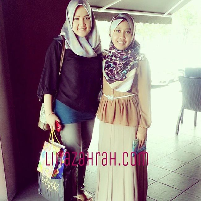 Meet up again with wanie ;) We know each other on insta world! That is the power of social media. ;) Businessopportunity Glamprenuer Glam Squarescarf linazahrah instaphoto friendship www.linazahrah.com