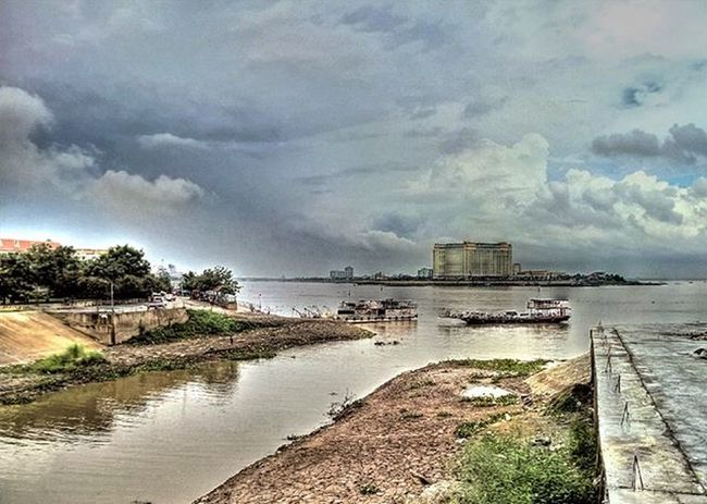 Where the Tonle Sap remerges with the Mekong river. Lumia930 Mobilephotography WindowsPhonePhotography WeLoveLumia ShotOnMyLumia  Lumiaography Theappwhisperer Makemoments MoreLumiaLove GoodRadShot TheLumians Fhotoroom Lumia PicHitMe EyeEm Eyewm_o MenchFeature Photography Nban NbanFamily Pixelpanda Visitorg Aop_Lab Natgeo Natgeotravel NatGeoYourShot Cambodia PhnomPenh @fhotoroom_ @thelumians @lumiavoices @pichitme @windowsphonephotography @microsoftwindowsphone @microsoftlumiaphotography @mobile_photography @moment_lens @goodradshot @mobilephotoblog @street_hunters @lumia @pixel_panda_ @eyeem_o @photocrowd @photoadvices @nothingbutanokia @nothinbutanokia