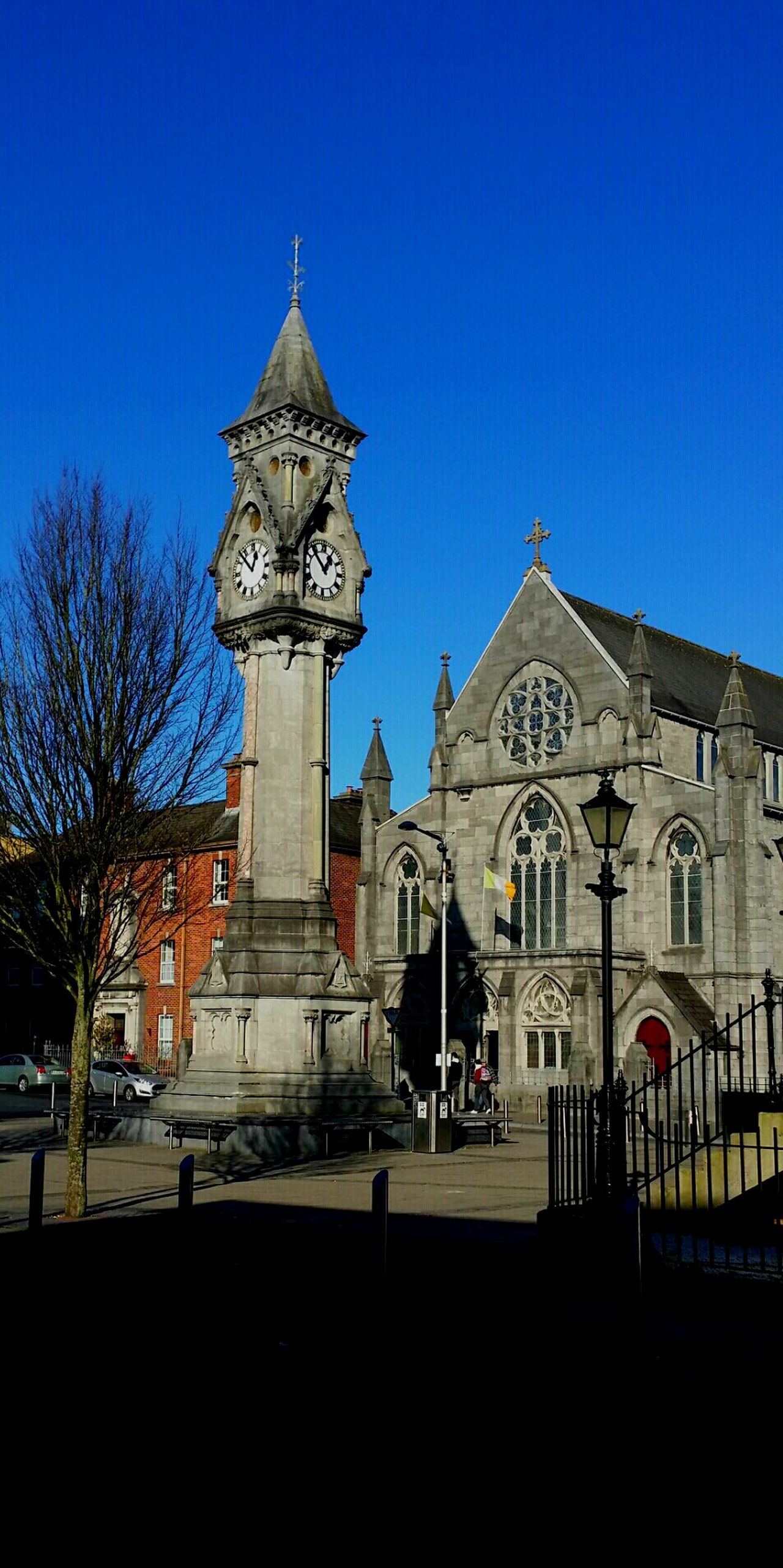 Limerick : The Tait Clock in Baker Place . Art And Architecture . History.