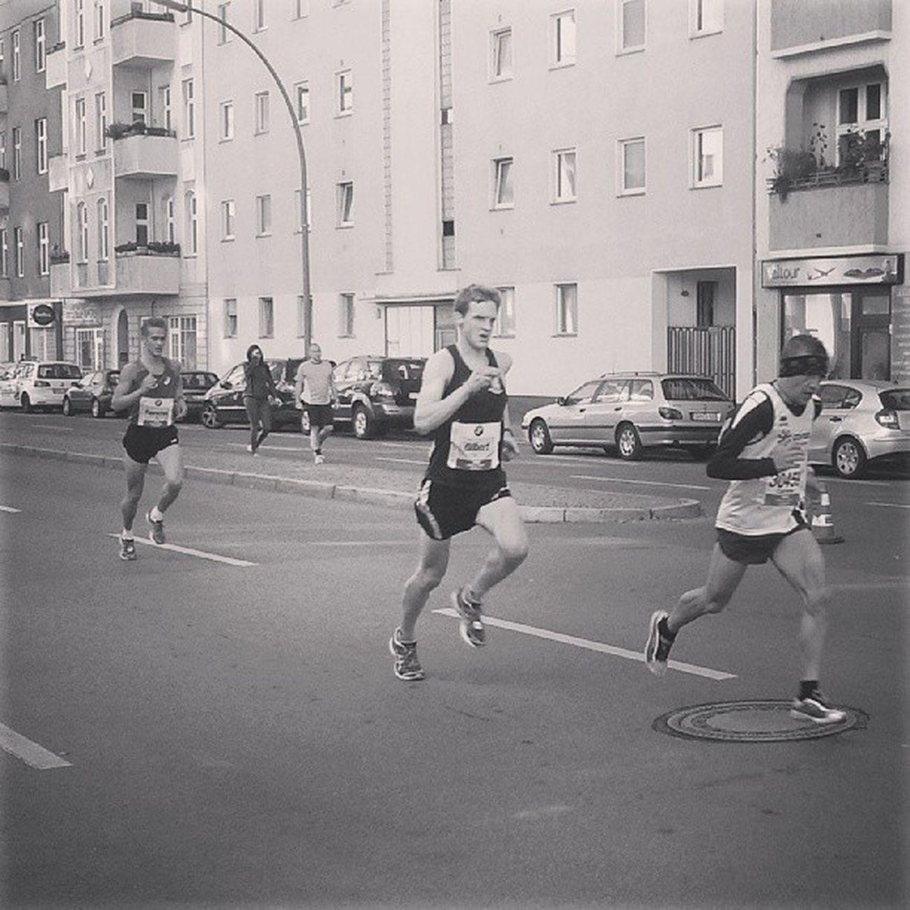 Mehr als die Hälfte geschafft! Km22 Berlin Berlinmarathon Rcrbm13
