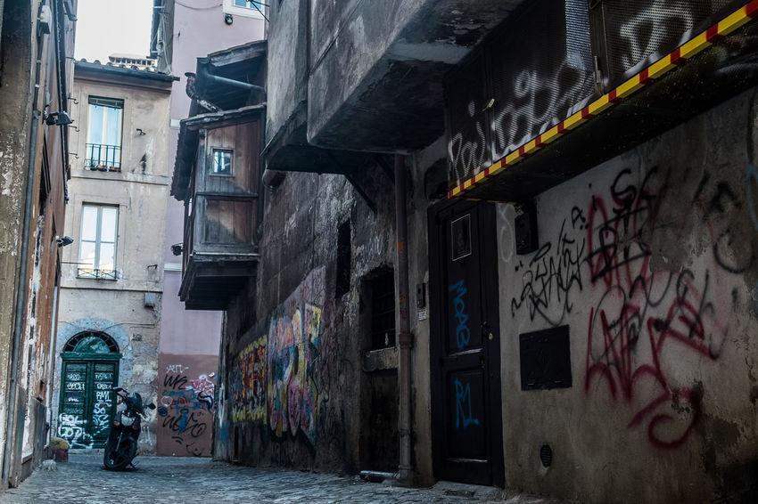 Antico Roma Architecture Borgo Built Structure Graffiti Grigio Vecchio Vicolo
