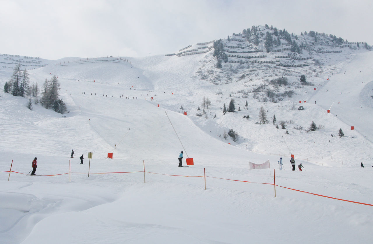 Skiing and snowboarding in Mayrhofen in Zillertal Alpine Hiking Alps Close-up Cloud Cold Cold Temperature Day Finkenwerder Icy Window Learning Ski Mayrhofen Mist Mountain Sports Outdoors S Ski Skiing Skiing ❄ Snow Sports Snow ❄ Snowboarding Warm Clothes Winter Winter Zillertal