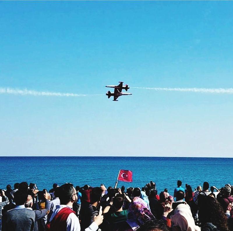 asalet meselesi Bayrak Bayraklar 🇹🇷🇹🇷 KerkükTürktürTürkKalacak Kerkük Türkyıldızları Soloturk Gösteri Ucak Sea Airshow Clear Sky Military Helicopter Photography Themes Flying