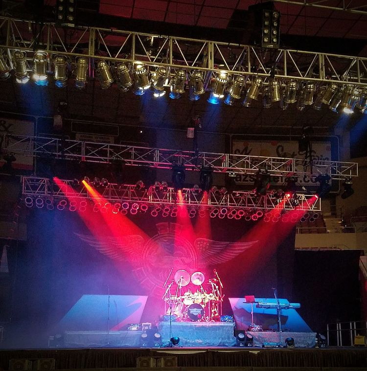 .38 Special Band Rock'n'Roll Concert Drum Kit Drum - Percussion Instrument Drum Solo Spotlights Lighting Equipment Night People Fan - Enthusiast