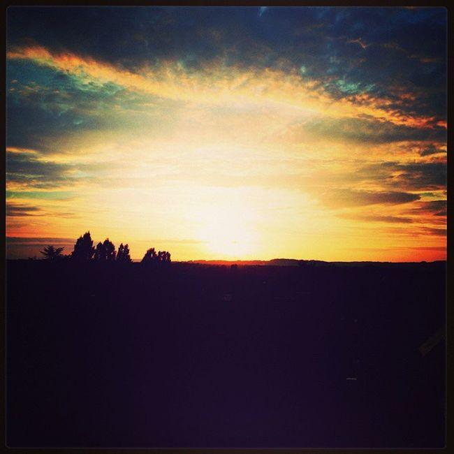 La journée est presque finie et le soleil se couche doucement sur Gouvieux ☀ Gouvieux Picardie Oise  Soleil sunset couchedesoleil blackberry blackberrypassport