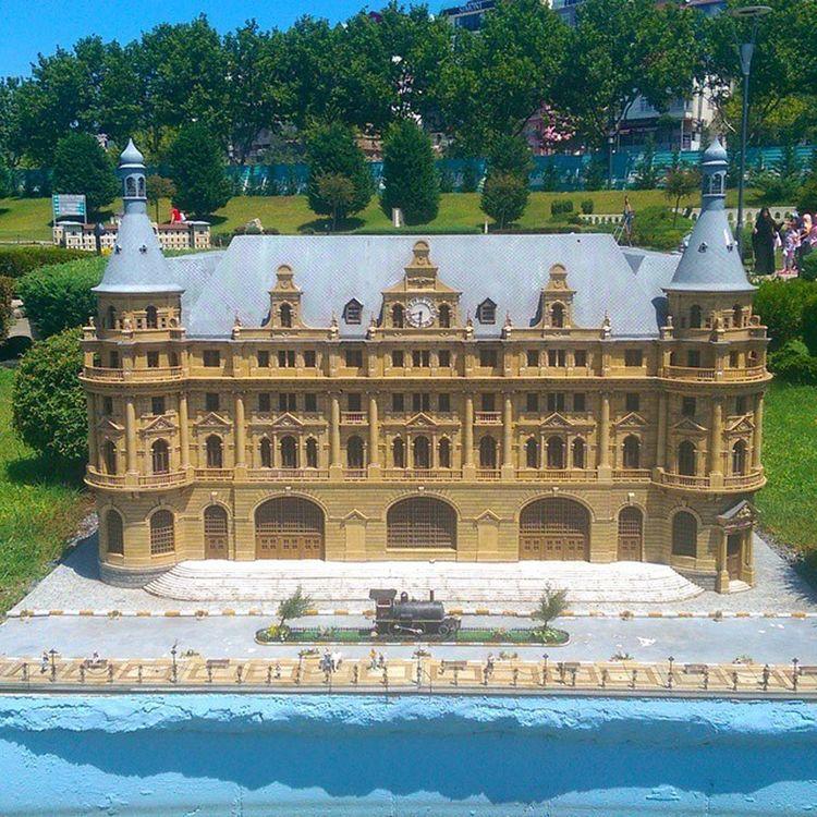 Kadikoy Haydarpasa Tren Går trainstation istanbul miniature miniaturk maket model art architech mimari kagithane travel museum