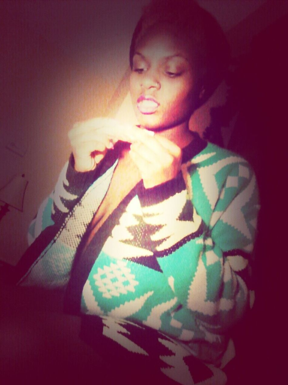 Lipstick on the blunt ♡ツ I Dont Smoke Though Partying Rollin Lesbian Awesome Performance
