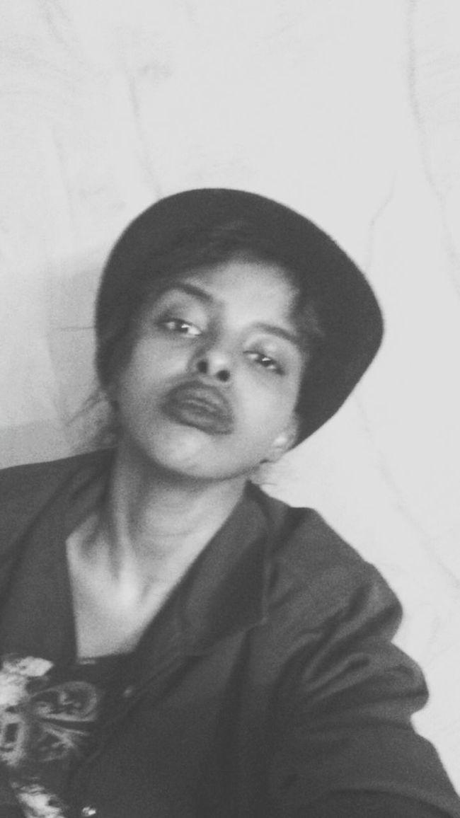 Model Pose Wiredaf Selfie Portrait