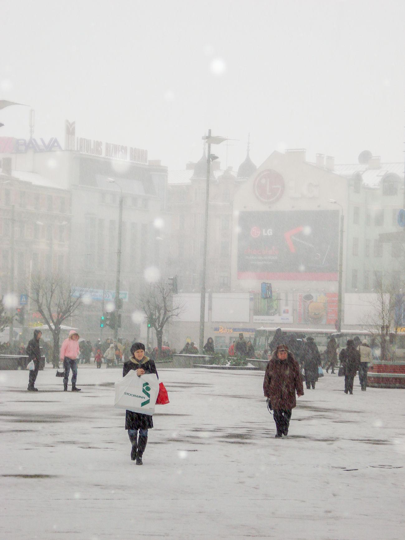 Stacijas Laukums City Life Latvia Origo Riga Snow Snowing Square Street Urban Walking Weather