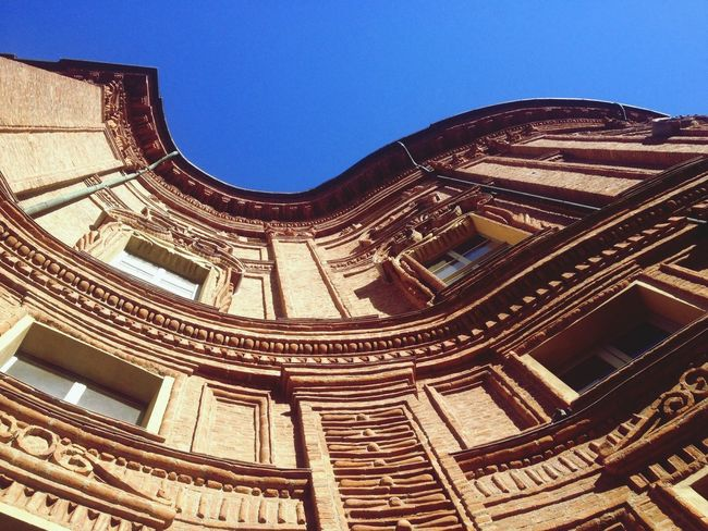 """Ha curve fenomenali. Con lei mi sembra di stare sulle montagne russe. Taking Photos Hello World Italy AlzaLoSguardo Turin Piemonte Architecture Architecture_collection Architecturelovers Architectural Detail Curves Architectureporn Lovemycity"
