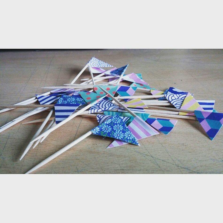 Preparativos para la fiesta de mañana... DIY Party Birthday Banderines Pennants Montico Monticosparty
