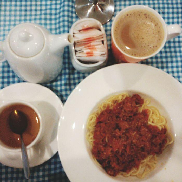 Enjoy the food today... Foodphotography Foodporn Food And Drink Teabreak Spaghetti Bolognaise Peppermint Tea