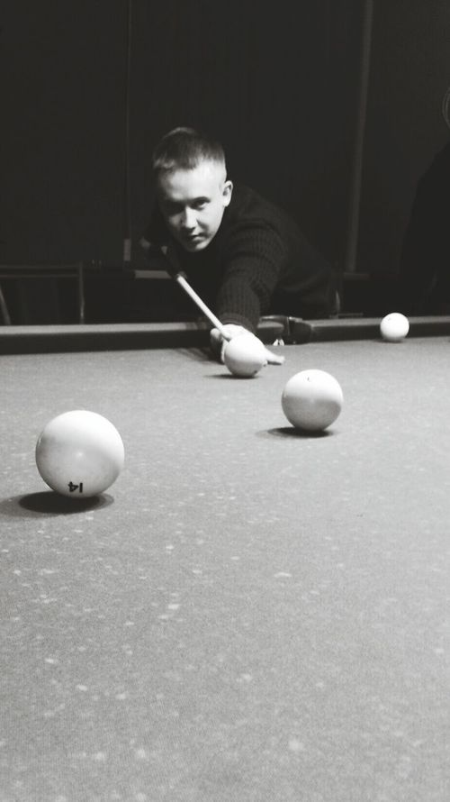 Sport Adults Only One Man Only Leisure Activity Playing Pool Ball Only Men Men Pool Table Pool - Cue Sport Mid Adult Ball One Person Pool Cue Adult Aiming People Snooker Indoors  Sportsman