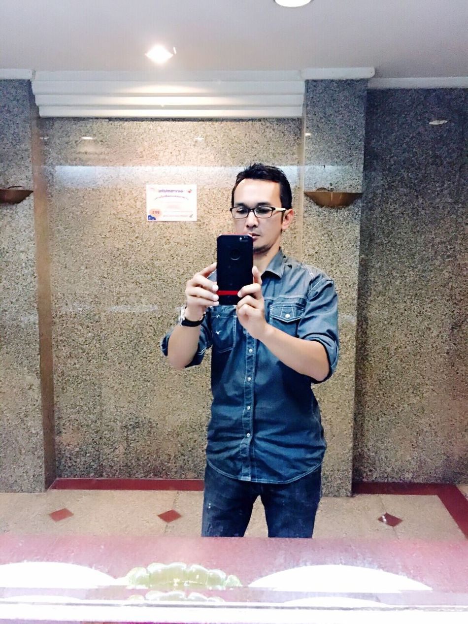 Hi! That's Me Selfiemirror Self Portrait Lifestyle Lifestyle Photography Iphoneonly From My Point Of View