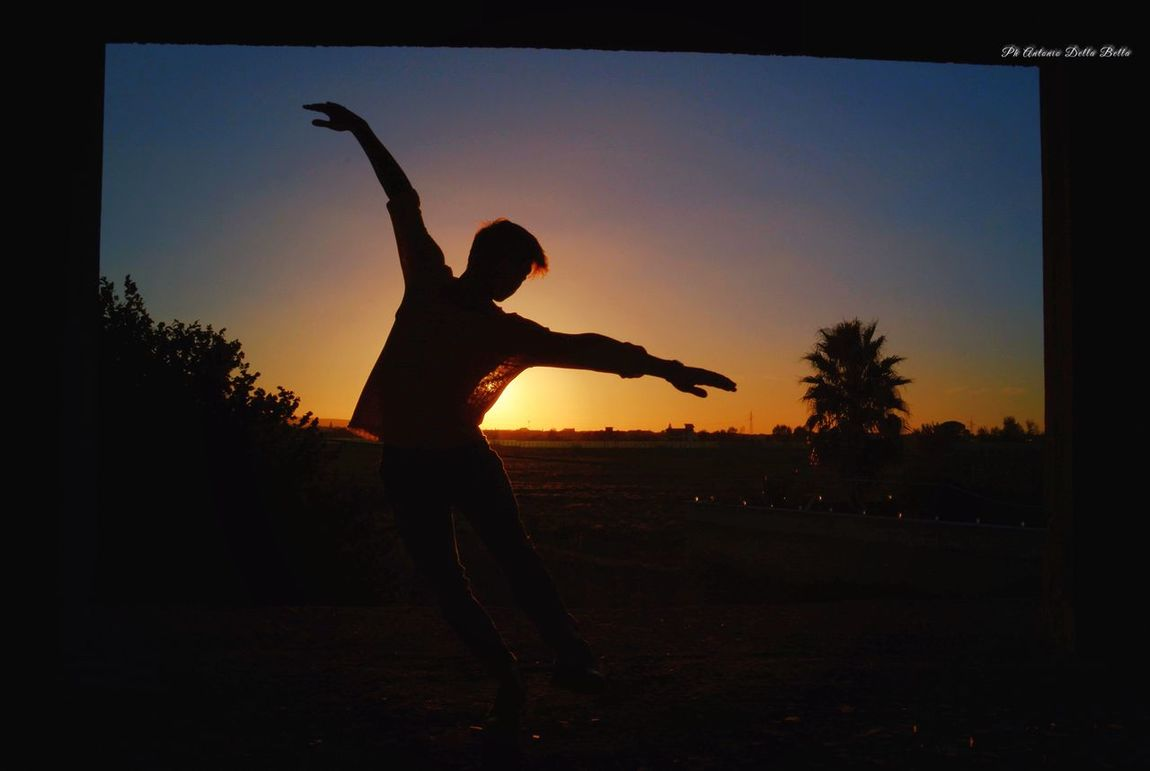 Il Danzatore Sunset One Person Silhouette Full Length Sky Jumping Real People Leisure Activity Performance Energetic Men Flexibility Outdoors Day People Danza Dance Dancing Dancers Ballerino