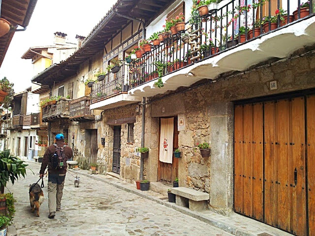 Trekking Pueblos De España Cuevas De Valle Avila Caminata Street