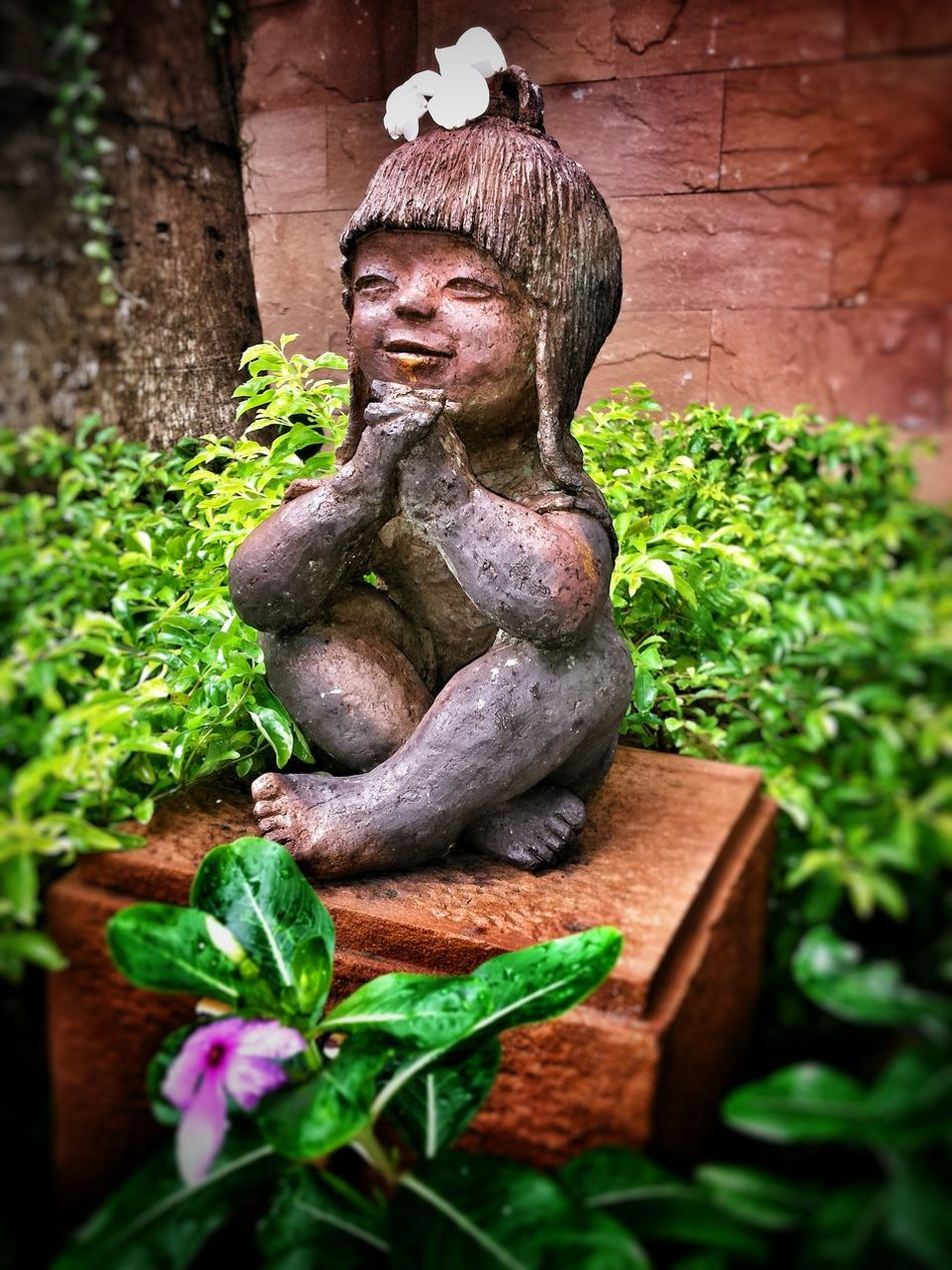 Tropical Thailand Chilling Walking Around EyeEm Gallery Taking Pictures Showing Why I Could Be An Open Editor EyeEm Masterclass EyeEm Best Edits Taking Photos On The Way EyeEm Best Shots Child Statue Flower Green Field Terracotta Puppy Statue Tön Smile Smiling Childish Praying
