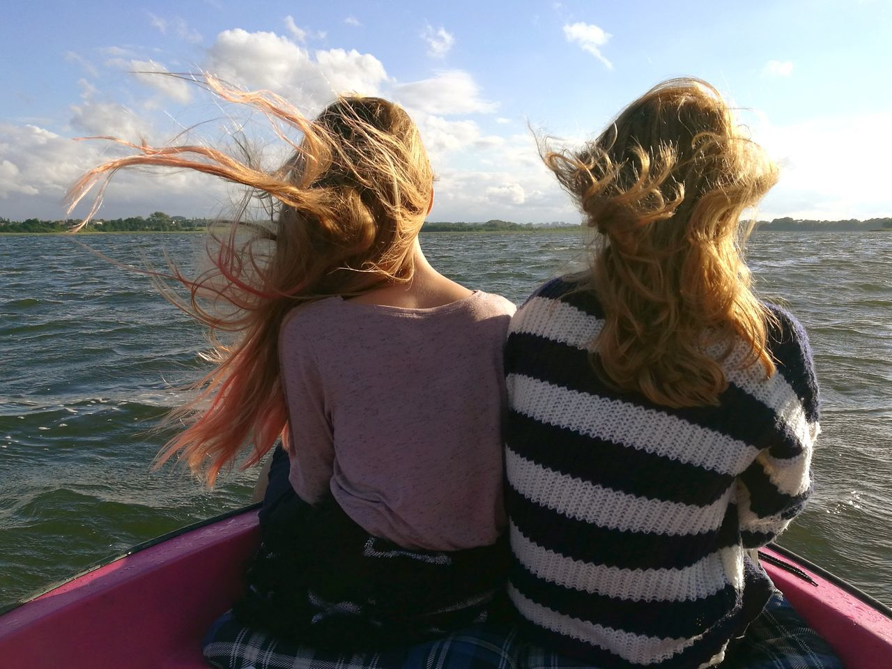 real people, rear view, leisure activity, sea, two people, togetherness, day, water, long hair, horizon over water, young women, women, lifestyles, beach, outdoors, blond hair, sky, young adult, standing, friendship, nature, people
