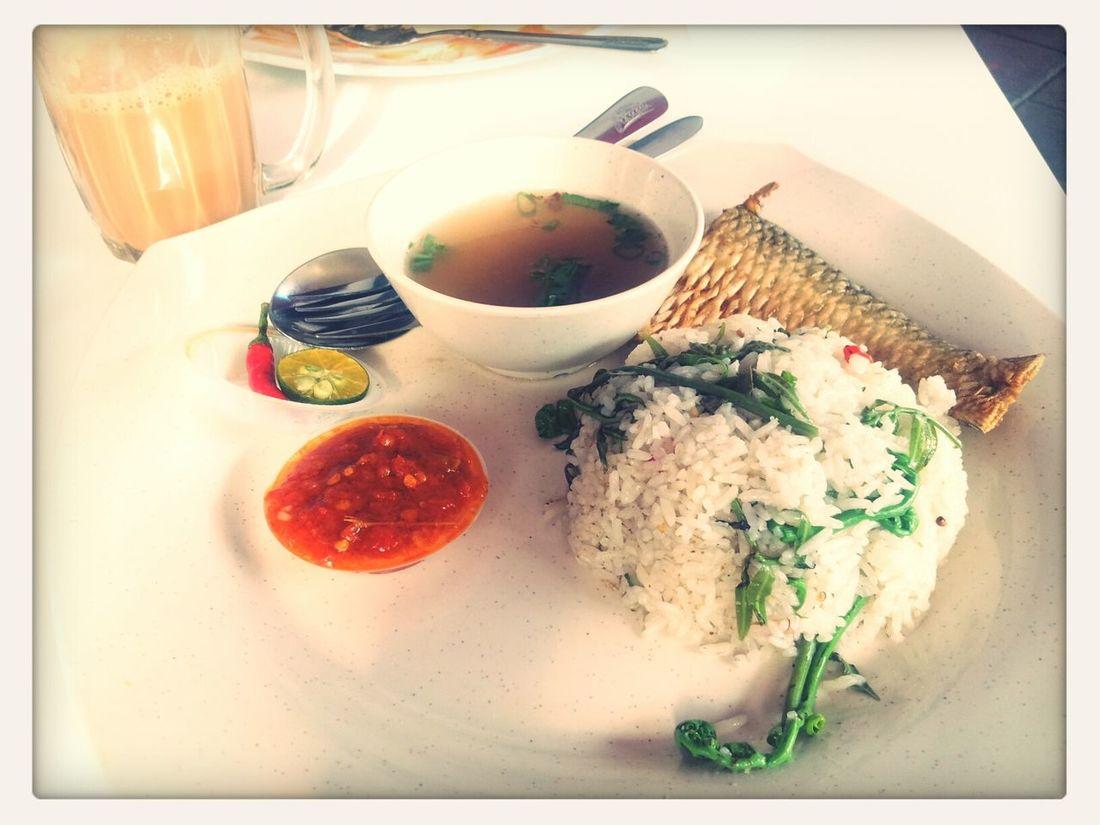 for breakfast today...Nasi Goreng Ikan Terubok Masin and Teh tarik....nyummmnyummm... Food Enjoying Life Breakfast