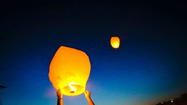 43 Golden Moments Sky Lanterns In The Sky Thehappynow SummerNights From My Point Of View