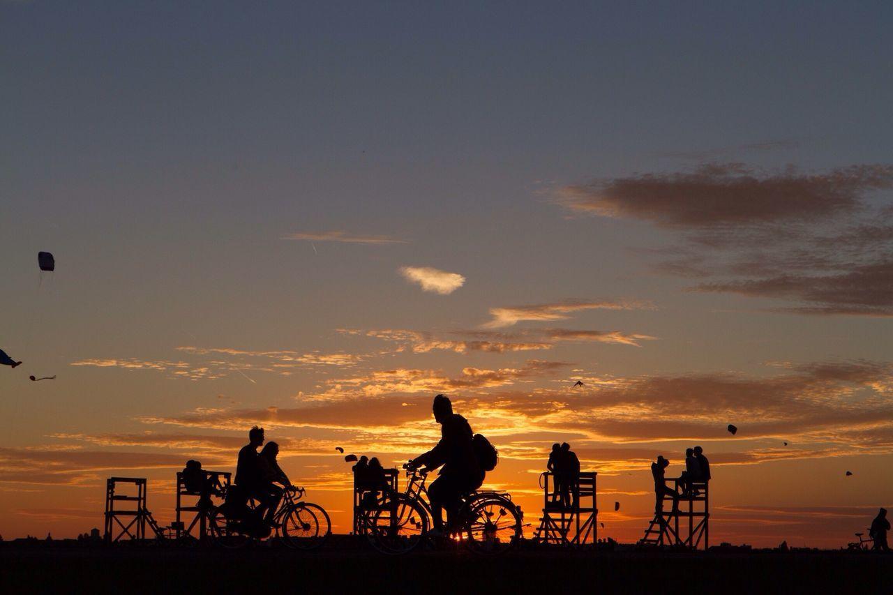Tempelhofer Feld Flughafen Tempelhof  Sunset Discover Your City