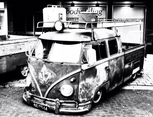 VW at Ninia Shopping Center by Marty