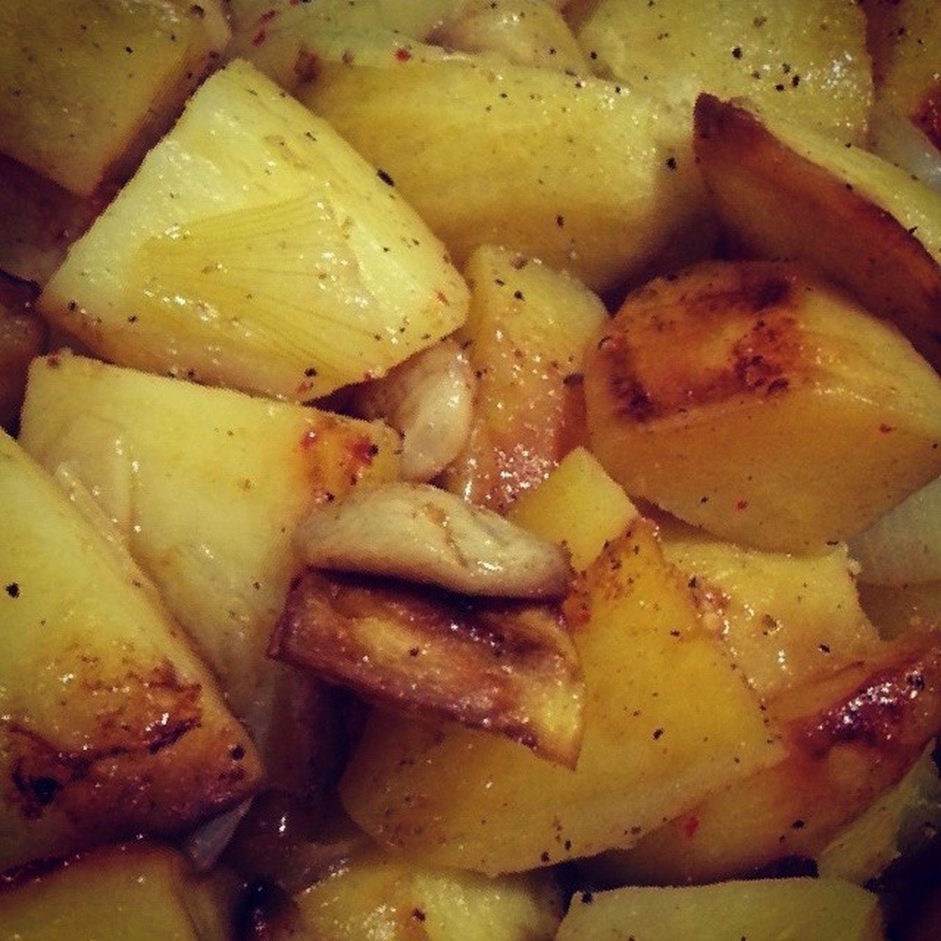 Bu bir Fırında Patates Sogan Sarimsak karisimidir :))