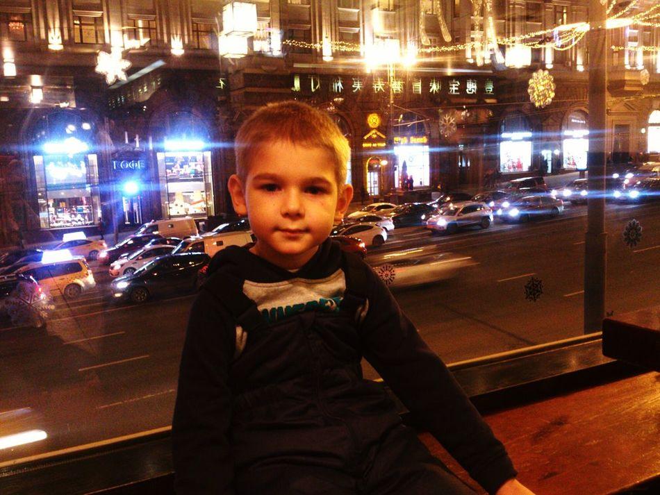 Вовчик-большой любитель суши))ужин в ресторане на ул.Тверской