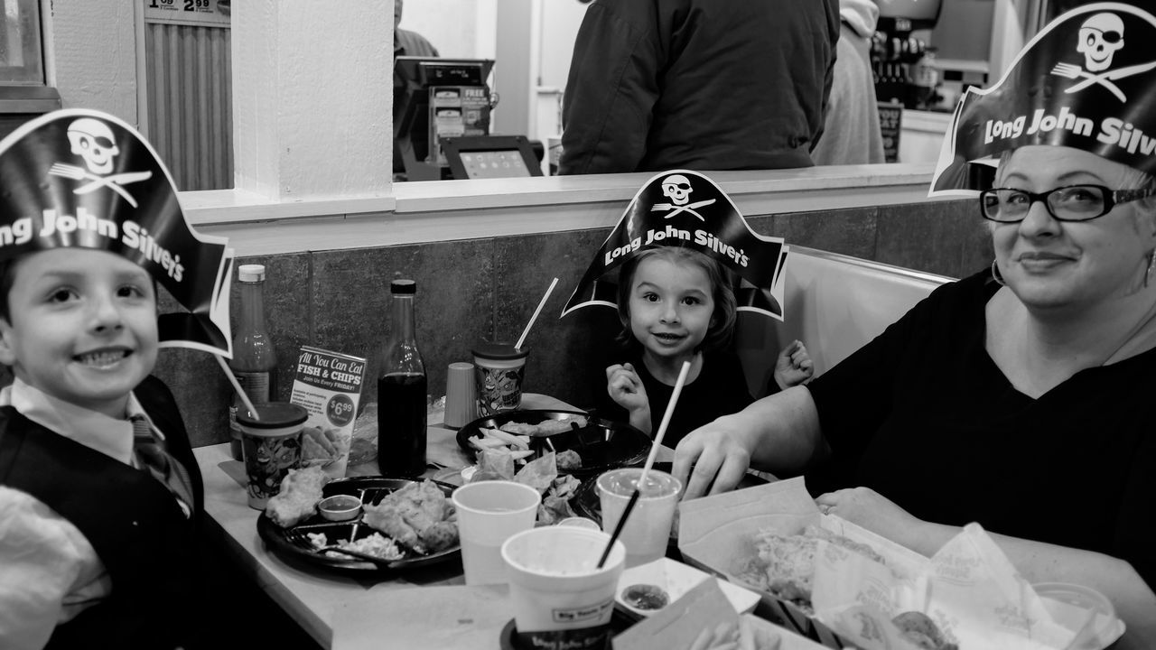 Visual Journal December 2016 Lincoln, Nebraska (Fujifilm X100s) edited with Google Photos. A Day In The Life Camera Work Candid Photography Childhood Dinner Time Eating Everyday Lives Fast Food FujiX100S Happiness Lifestyles Night Life On The Road Photo Diary Pirates Real People Restaurant Restaurants Series Sitting Storytelling Togetherness Traveling Visual Journal Wintertime