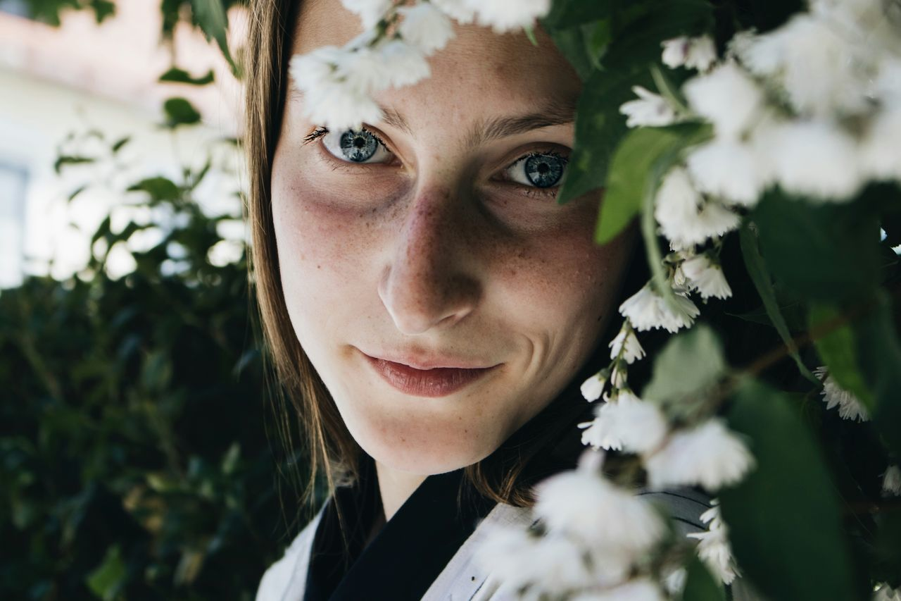 Headshot Young Adult One Woman Only Only Women One Young Woman Only One Person Young Women Adults Only Adult Portrait Beautiful Woman Outdoors People Close-up Day Beauty Human Body Part Smiling Women Flower BYOPaper! Live For The Story The Portraitist - 2017 EyeEm Awards