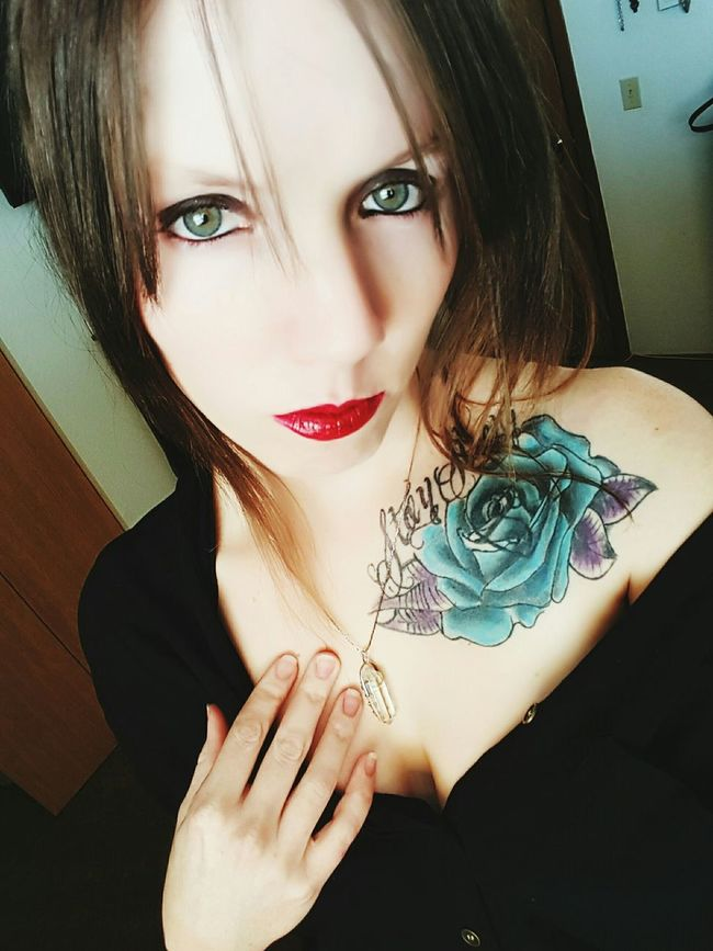 Your face is like a melody. Pretty Girl Dolled Up Stunning_shots Cute Girl Girlswithtattoos Tatted Up Inkedgirls Beautiful Woman Green Eyes Makeup PinUpGirl Lady Beautiful Pretty Face  Make Up Classy