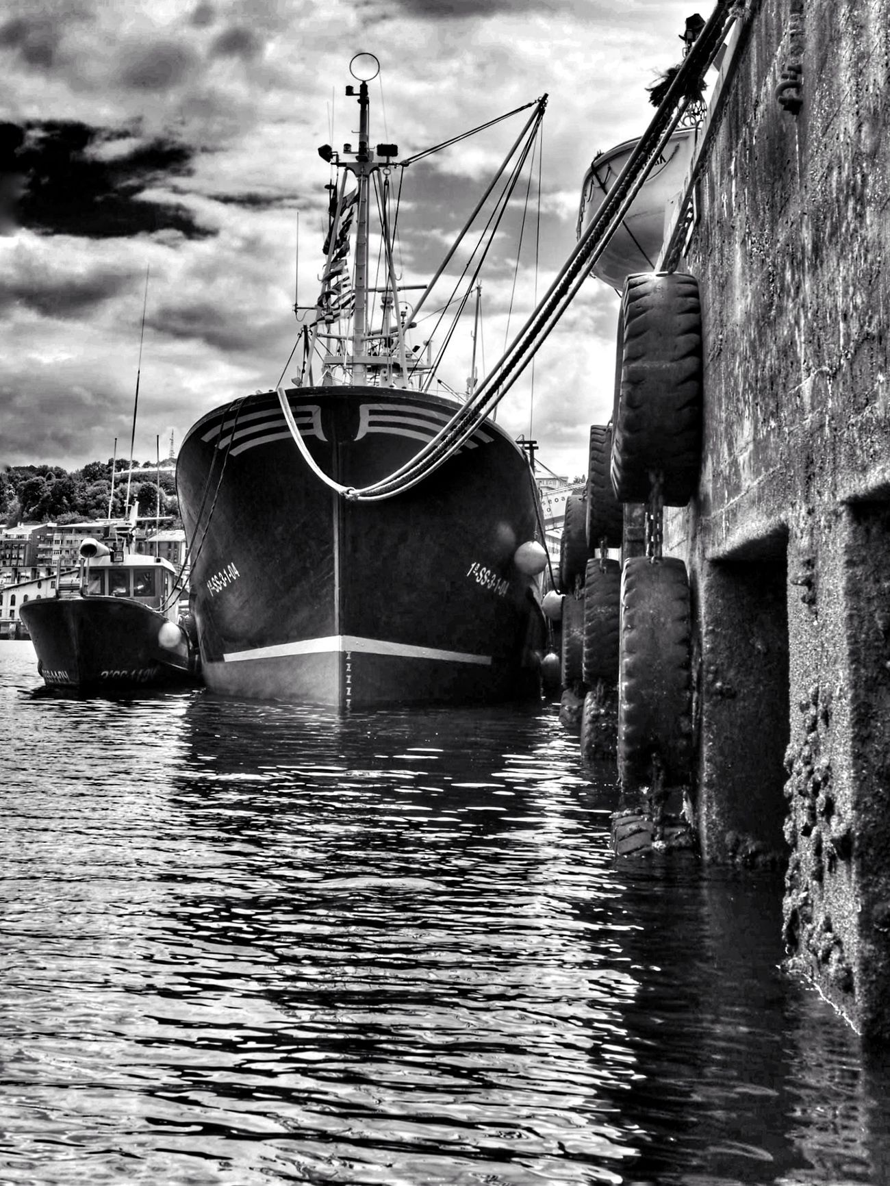 David y Goliat Water Nautical Vessel Cloud - Sky Sky Outdoors Moored No People Day Harbor Sailing Ship Blackandwhite Blackandwhite Photography Boats Capture The Moment EyeEm Best Shots EyeEm Nature Lover Vscocam Streetphoto_bw Dramatic Sky The Great Outdoors - 2017 EyeEm Awards