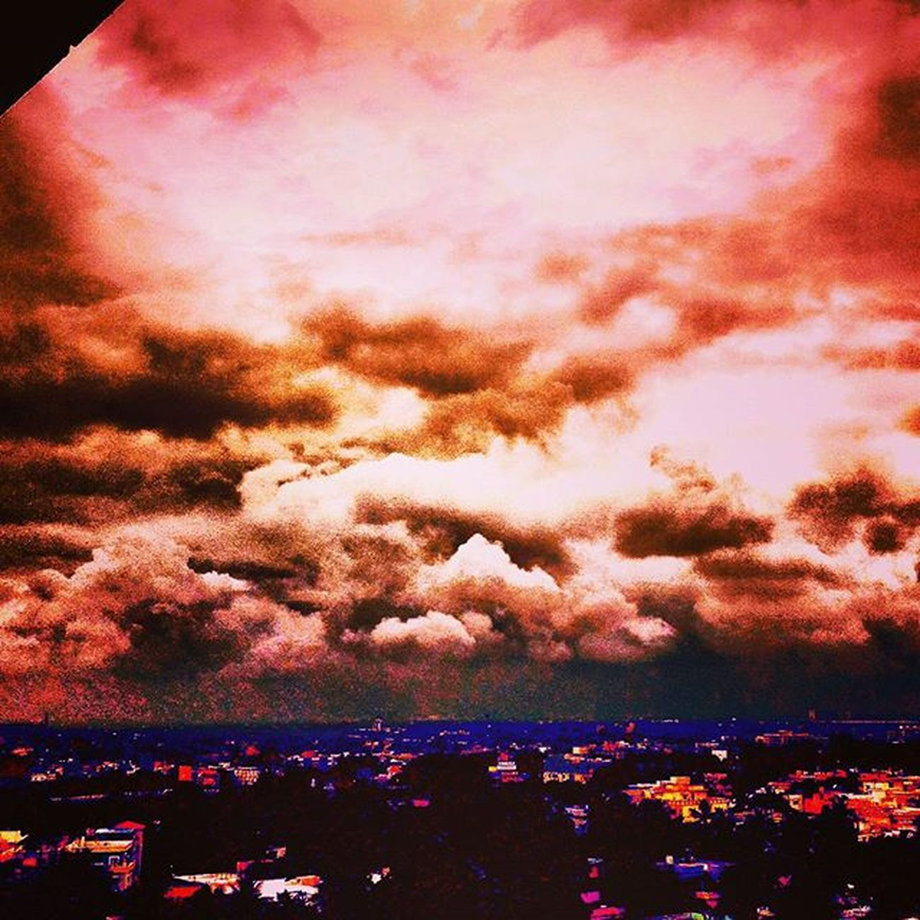 Clouds Cloudscape Cloudporn Sky Skyscape Skylovers Stormy Thunderstorm Stormontheway Throwbackthursdays Oldpic Edited Eerie Calmbeforethestorm Onceuponatime Alongtimeago Instaclouds Instasky InstaThrowback Instadaily Amateurphotographer  Camerateur Indianphotographersclub _photographic_world