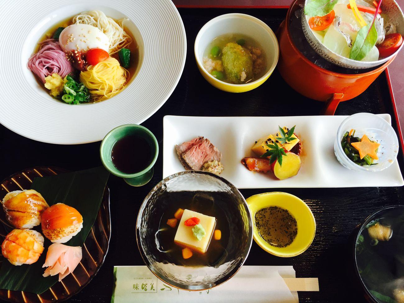 Japan Eating Sushi