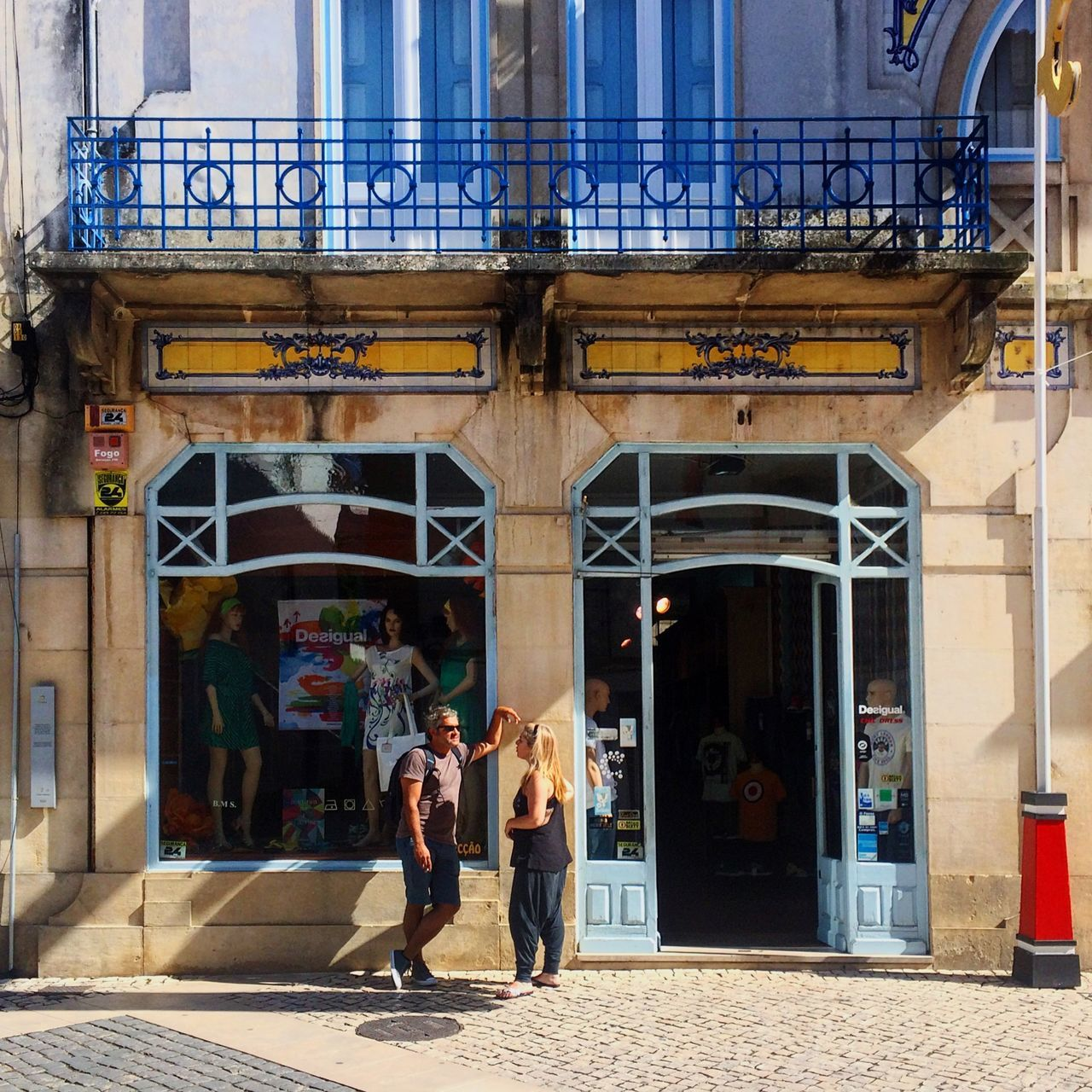 Tomar Portugal Street People Streetphotography Building Architecture Rua De Serpa Pinto Historic Façade