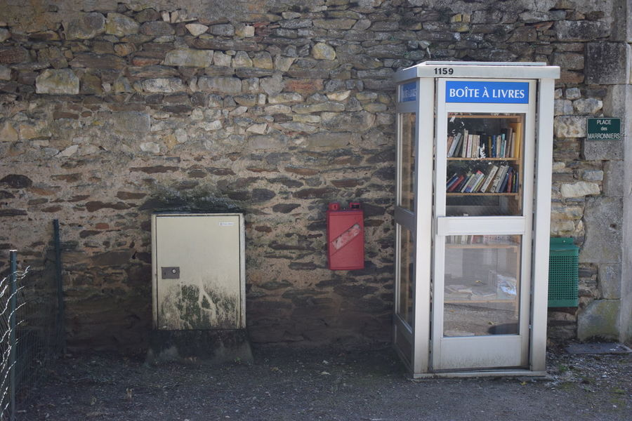 Telephonebooth with Books / public library Booking A Room Books Books ♥ Bookshelf Library Book Booklover Phone Phoneboot Phonebooth Phonebooths Phonebox Phoneboxes Phones The Graphic City