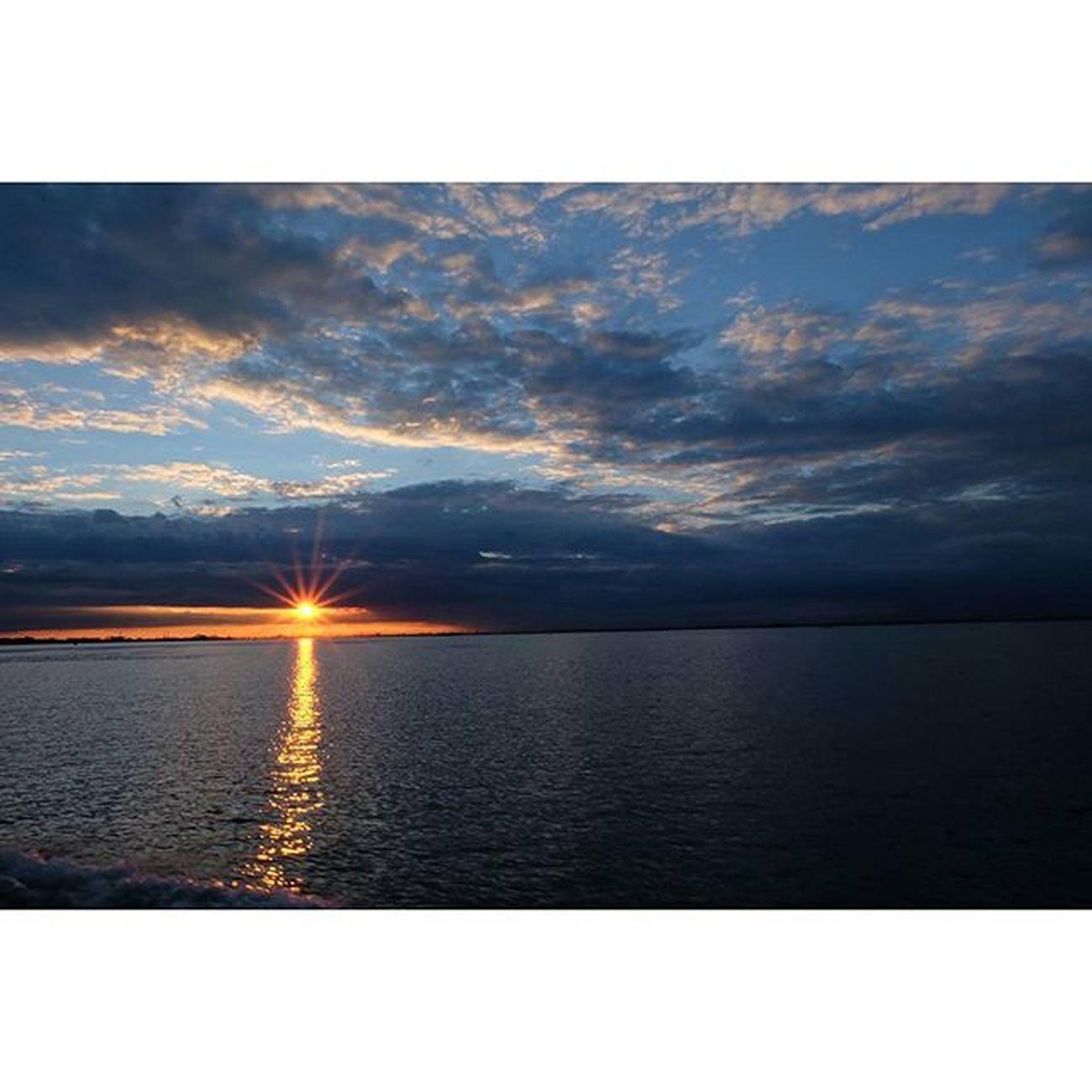 Sunset in Venice.. 💥🌅 Sunsetvenice Nofilter Noedit Fujifilm_xseries Fujifilm Beautifuldestinations Sunset Goldensun