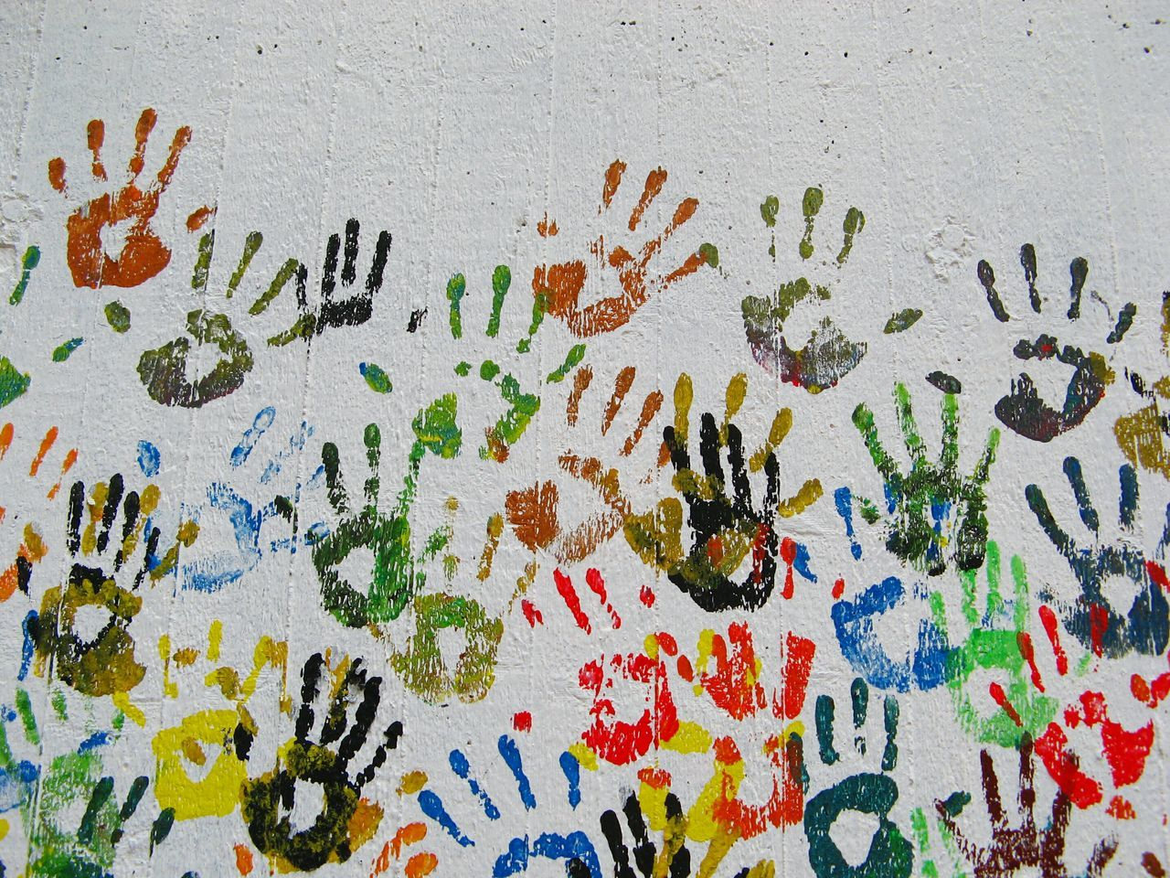 Muster Mix Textures And Surfaces Handmade Colors Streetart Lifestyles Childsplay Life In Colors Urban Lifestyle Only Color Different Cultures AMPt_community Union Simple Beauty Happy People ArtWork Hands On Hands Different Colors Collected Community Pattern, Texture, Shape And Form Everything In Its Place You & You Colors And Patterns Fine Art Berlin Streetart