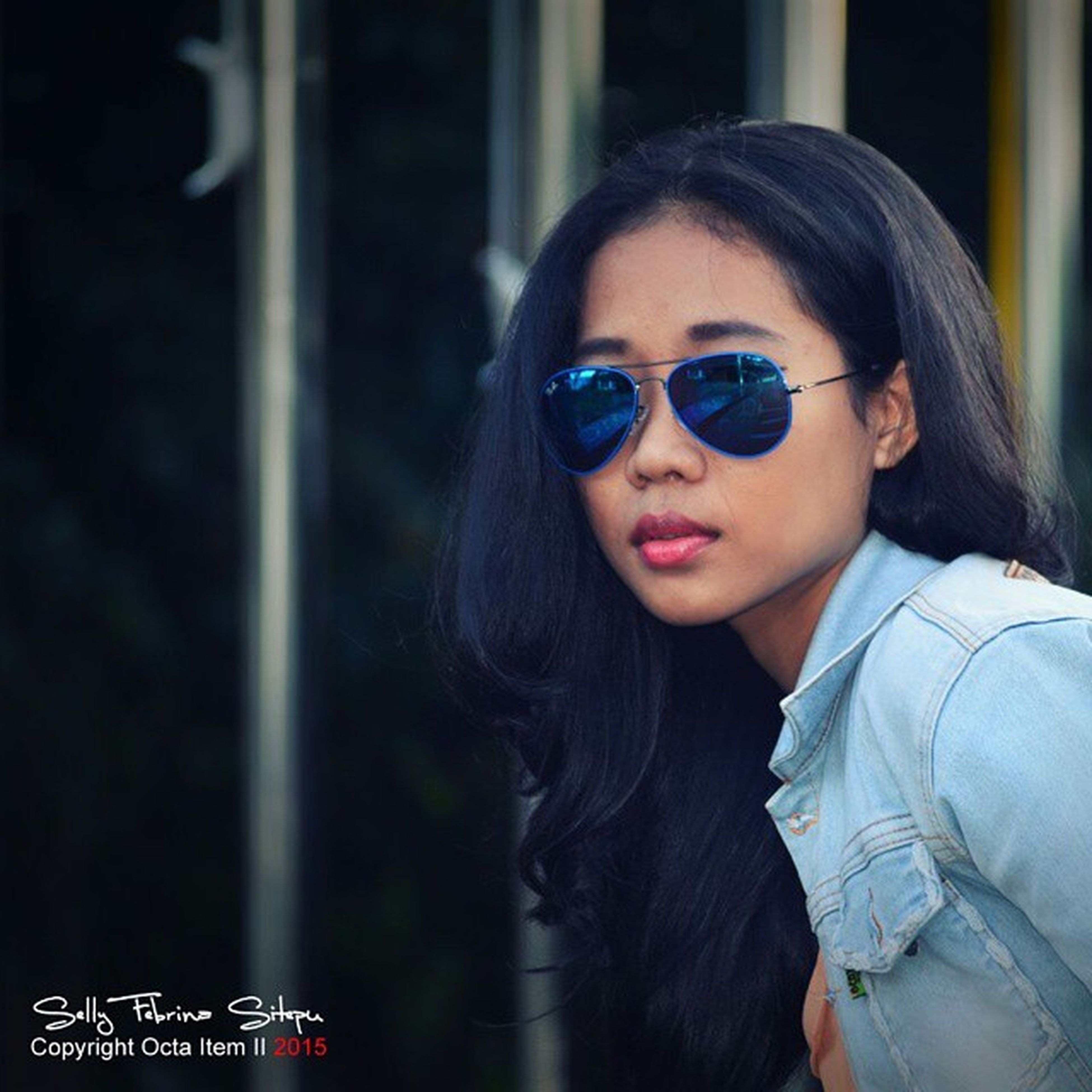 person, young adult, portrait, looking at camera, lifestyles, front view, leisure activity, smiling, casual clothing, headshot, sunglasses, young women, happiness, focus on foreground, waist up, head and shoulders