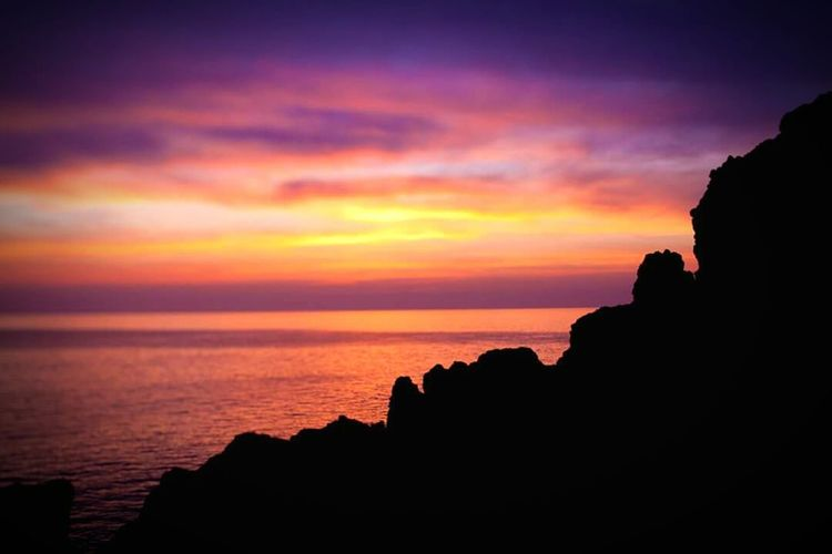 Sunset Silhouette Sea Scenics Horizon Over Water Beauty In Nature Rock - Object Sky Nature Dramatic Sky Atmosphere Cloud - Sky Atmospheric Mood Ocean Japan