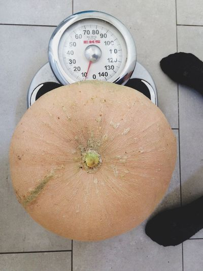Weight of pumpkin High Angle View No People Food And Drink Food Indoors  Healthy Eating Day Freshness Close-up Weight Harvest Scale  Pumpkin