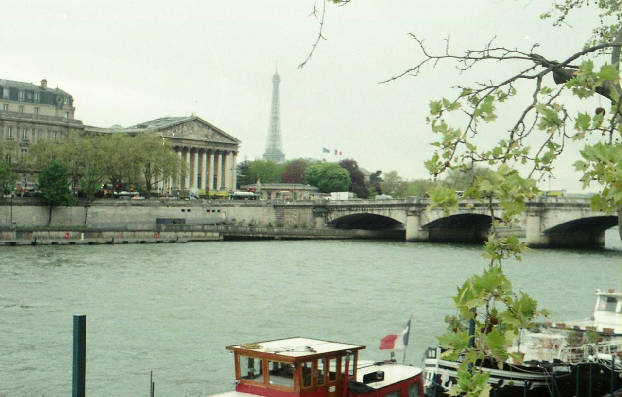 Paris quai de seine boat eiffel tower French flag argentique Paris, France  Seine River Filmphotography 35mm Film Nofilter Colorfilm Boat French Flag Assemblée Nationale Bridge Tree