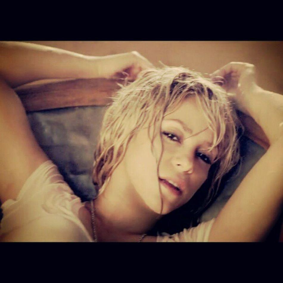 Assista Addicted To You, o Novo Clipe da Shakira http://tinyurl.com/7scn2ka Shakira Shakirabrasil AddictedToYou Instagramers