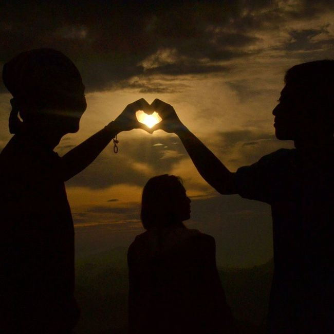 Cinta seperti matahari yang menyinari dunia ✌ Foto hanya fiktif belaka. In frame : adji, me, tifano VSCO Vscocam Kamerahpgw Khgw journesia instansvisio mataponsel mp_jatim mp_5 indonesianrepost instalike instapic instanesia instagood Sun Set EyeEm Nature Lover