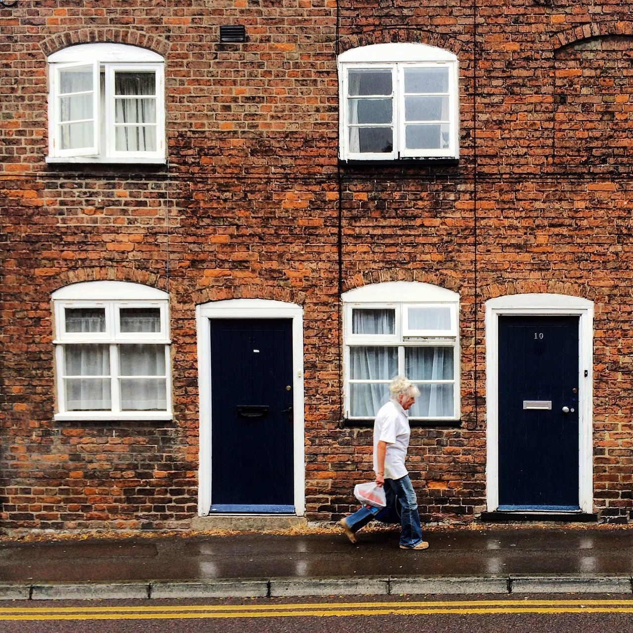Gloucester Pitt Sreet Woman Street Walking Streetphotography Building Architecture Brick Wall Façade