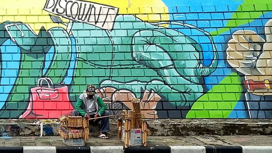Resting Mural Outdoors Multi Colored Modern ArtWork Art And Craft Creativity Built Structure Building Exterior Human Representation Architecture Built Structure Building Exterior Art And Craft Art Creativity Human Representation Mural City Day Outdoors Multi Colored Sky Modern People And Places